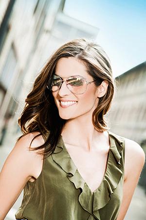 Brýlové čočky Transitions - lehké zbarvení při malé intenzitě světla